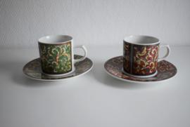 Twee Arabesque Royal Porcelain  kopjes (Art.21-2040)