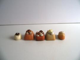 5 kleine sier bonbons/gebakjes (Art.19-1472)