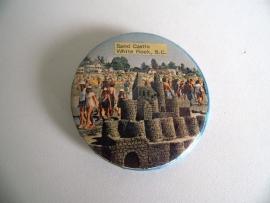 Oude button Sand Castle White Rock B.C. jaren 70 (Art.16-2029)