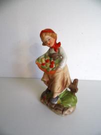 Porseleinen beeldje meisje met bloemenmand (art.19-1064)