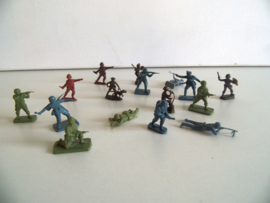 Oude miniatuur soldaten jaren 60 (Art.19-1602)