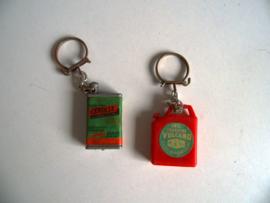 Twee sleutelhangers olieblik/ jaren 60 (Art.20-1135)