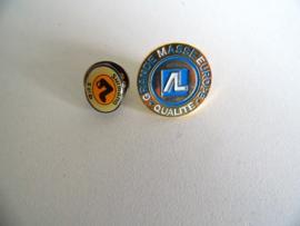 Twee oude pins (Art.18-1138)