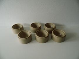 6 Plastic eierdopjes jaren 70 (Art.14-1705)