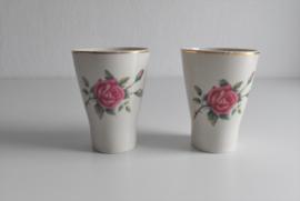 Twee vintage bekers rozen (Art.21-1989)