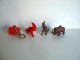4 oude sleutelhangers dinosaurus jaren 60/70 (Art.18-2107)