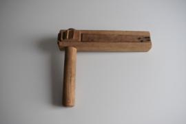 Oude houten ratel (Art.21-1998)