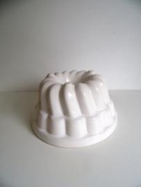 Witte aardewerk puddingvorm  (Art.18-1955)