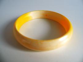 Gele armband jaren 70 (Art.20-1048)