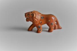 Faience  beeldje voor de letterbak Leeuw (Art.21-1696)
