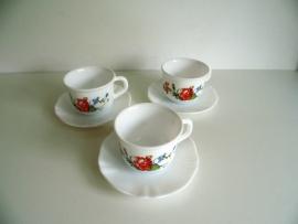 Drie Arcopal kopjes (Art.15-2592)