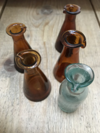 Set antieke oogdruppel glaasjes