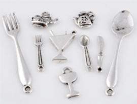 ´09901 Mix metalen kralen en hangers/bedels keuken artikelen ± 11-55mm 10 st