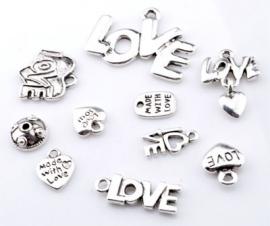 ´09908 Mix metalen kralen en hangers/bedels `love` ± 9-30mm 10 st