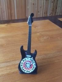 G2016035 Red Hot Chili Peppers decoratie gitaar zwart