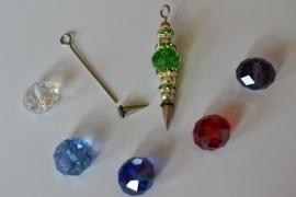 A2 Magic Pin met een puntpin en een groene tussen kraal