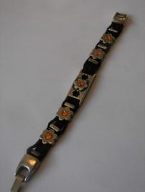D500 Zwarte armband 4 veters met bloemen staaf leermetaal met oranje Swarovski stenen