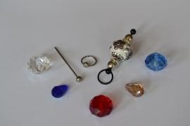 C1 Magic Pin met een bolpin en een witte Kashmiri fimoklei tussen kraal