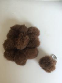 2016002 Donker bruine fluffy sleutel/tas hanger bol 8 cm