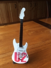 G2016045 U2 decoratie gitaar