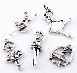 ´09903 Mix metalen kralen en hangers/bedels ballerina`s ± 20-38mm 5 st