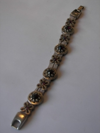 D307 Armband lila veter met ronde en open bloem leermetaal met veel Swarovski stenen