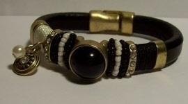 2014109Leren zwarte band met metaal en kleuren zwart met bedel Ibiza style