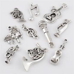 ´09902 Mix metalen kralen en hangers/bedels muziek artikelen ± 10-27mm 10 st