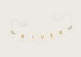 NAAMSLINGER OF GEBOORTESLINGER BOOTJE 'RIVER' (PRIJS PER LETTER)