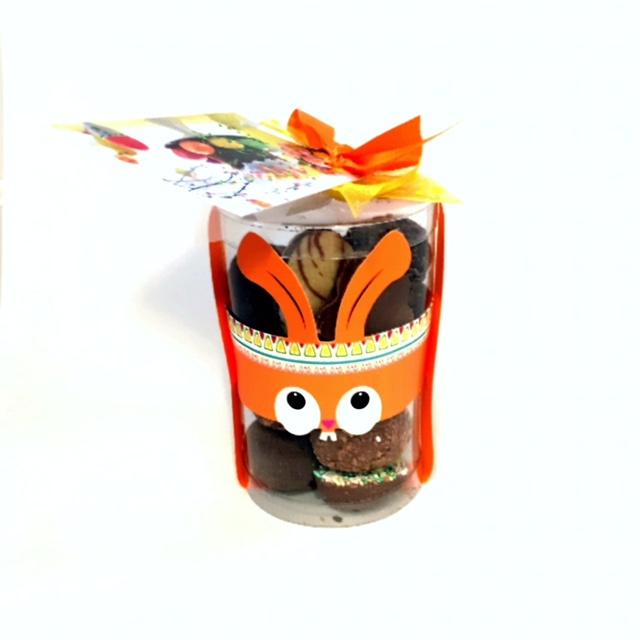 Koker met mix paaseitjes en chocolade.   Ca .220 gr