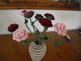 Bloemen in allerlei vormen gemaakt door Willy