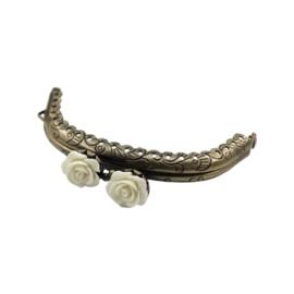 Portemonnee sluiting Brons rond 8,5cm met mooie Roosknopje sluiting Wit