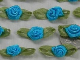 Satijnen roosje met blaadjes turquoise blauw