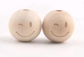 Houten kraal met gezichtje - smiley met knipoog 20 mm