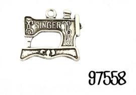 Bedel met naaimachine Singer