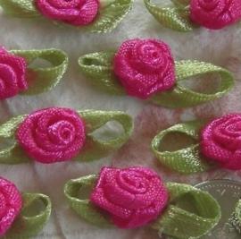 Satijnen roosje met blaadjes fuchsia