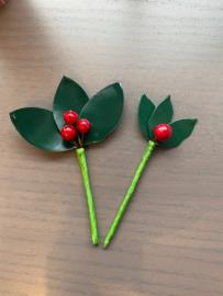 Kersttakje met 3 blaadjes en 3 besjes groot