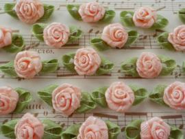 Satijnen roosje met blaadjes Zalm