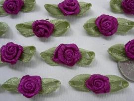 Satijnen roosje met blaadjes magenta paars