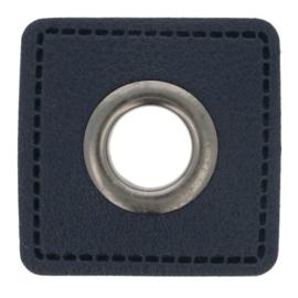 Nestel op donkerblauw Skai-leer vierkant 8mm oud zilver