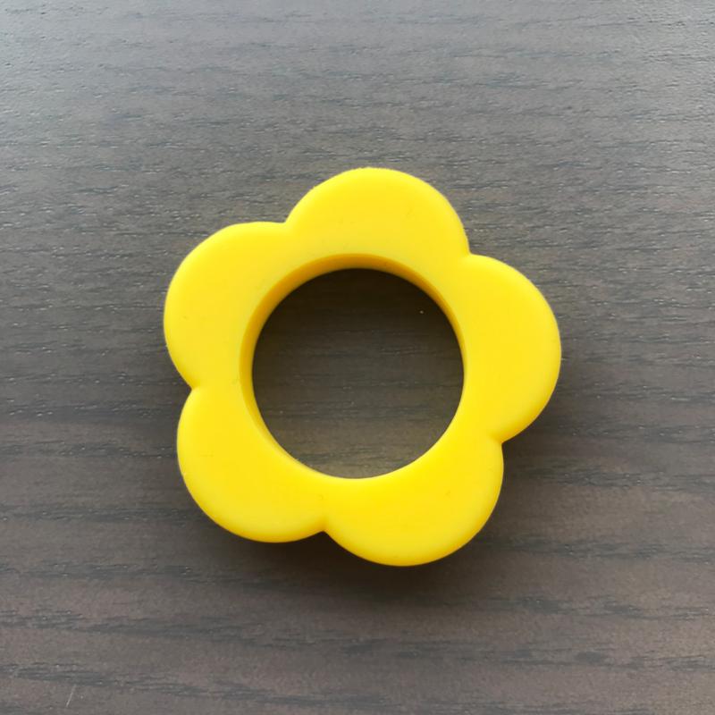 Siliconen Bloem ring Geel 40mm