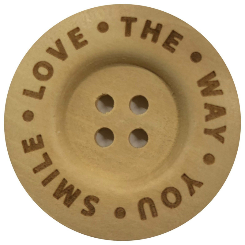 Houten knoop: Love the way you smile 40mm