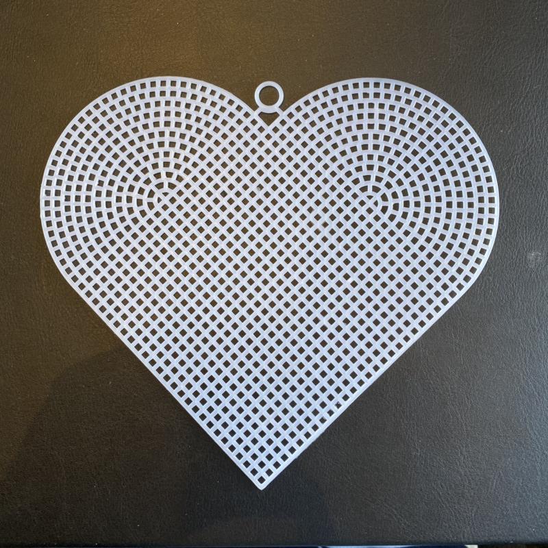 Plastic stramien Hart 16,5 cm met ophangoogje