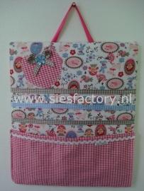 Memobord / knipjesbord in roze, blauw en taupe met roze geruit zakje