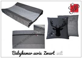 Babykamer aankleding zwart, wit chevron/zigzag met hert/dear