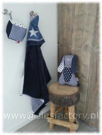 Babykamer in donker blauw, jeans en wit met sterren