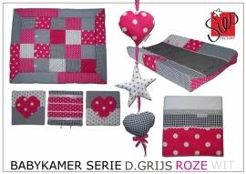Babykamer serie roze, donker grijs en wit met sterren en hartjes