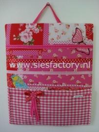 memobord / haarspeldbordje roze en rood met roze geruit zakje