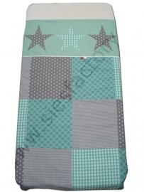 Overtrek ledikant in blokverdeling mintgroen, grijs , retro motief met sterren