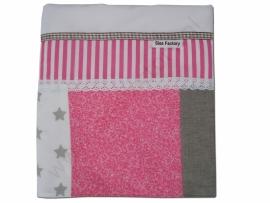 Lakentje ledikant (zacht) roze, linnen (zand/grijs) en wit met kant